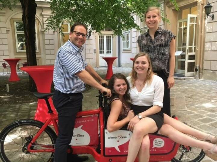Die Wiener Börse bringt Bewegung in den 1. Bezirk! Jetzt gratis unser Bullitt-Lastenrad ausborgen und losradeln. Und so funktioniert's: https://lnkd.in/gz944-G