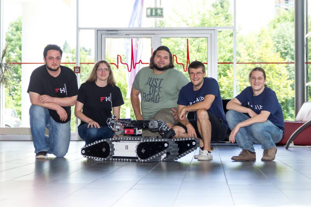 Fachhochschule Kärnten: Robotik-Team nimmt an RoboCup Weltmeisterschaft in Japan teil, Roboter, Fotograf: Stefan Köchel. Fotocredit: FH Kärnten, © Aussendung (19.07.2017)