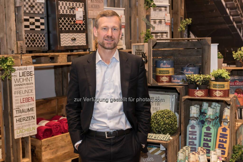 Dr. Gunnar George / CEO - Lipo Möbelhandels GmbH: Die Schweizer kommen nach Ansfelden! Und jetzt können sich auch die Oberösterreicher endlich wirklich frech günstig einrichten (Fotocredit: Lipo Möbelhandels GmbH), © Aussender (26.07.2017)