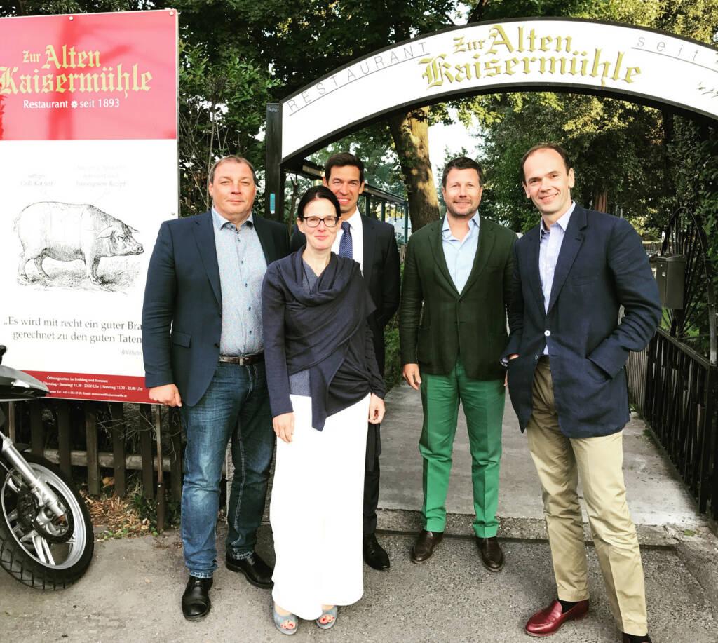 Gesprächspartner v.li.: Hannes Roither (Palfinger), Bettina Schragl (Immofinanz), Michael Oplustil (Uniqa), Martin Foussek, Thomas Niss (Own Austria) (26.07.2017)