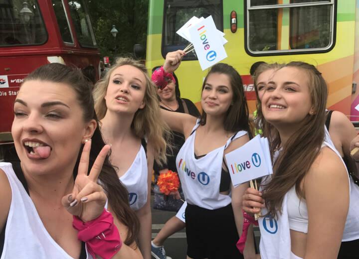Yes Regenbogenparade 2017 Wien: I Love U