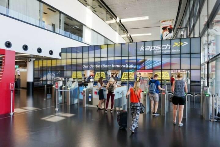 Kapsch Megaboard am Flughafen Wien