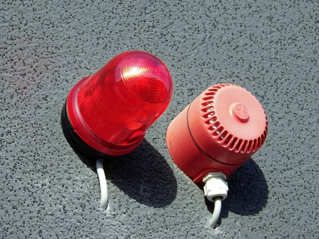 Alarm, Warnung, Rot, Achtung (Bild: Pixabay/WerbeFabrik https://pixabay.com/de/alarm-rundumleuchte-warnleuchte-1680620/ ) (08.08.2017)
