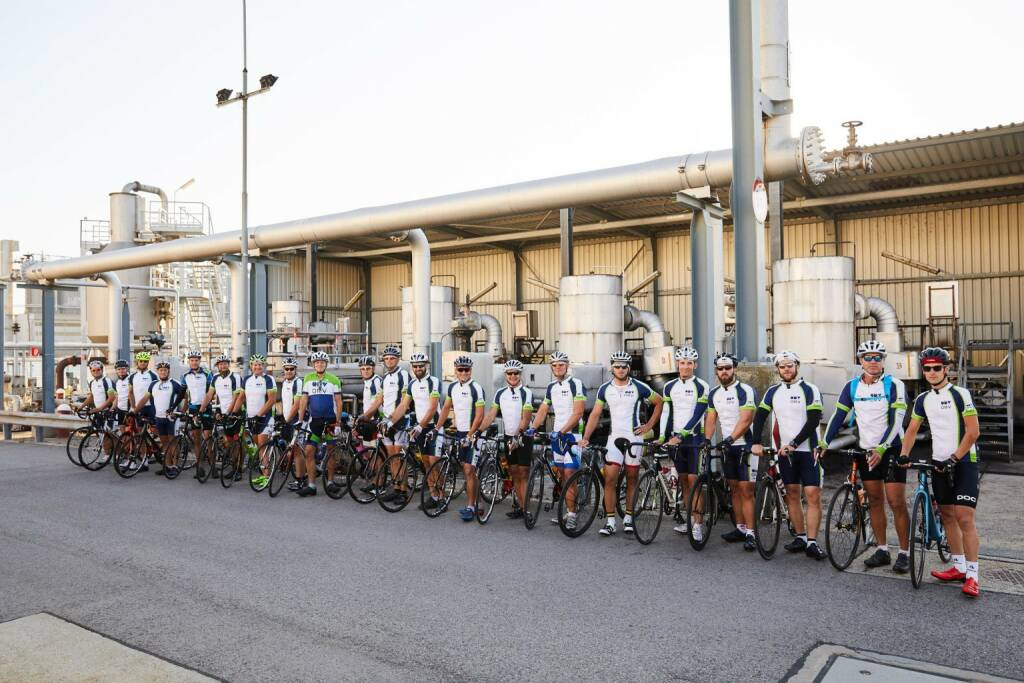 OMV - 22 cyclists, 624 km, 6,300 m elevation gain, 25 bike hours and 3 countries. These are some facts of the mission accomplished by employees of the OMV Schwechat Refinery. They went on a cycling tour along the AWP and TAL pipelines, both of which supply our refineries with crude oil from the port of Trieste. (07.09.2017)