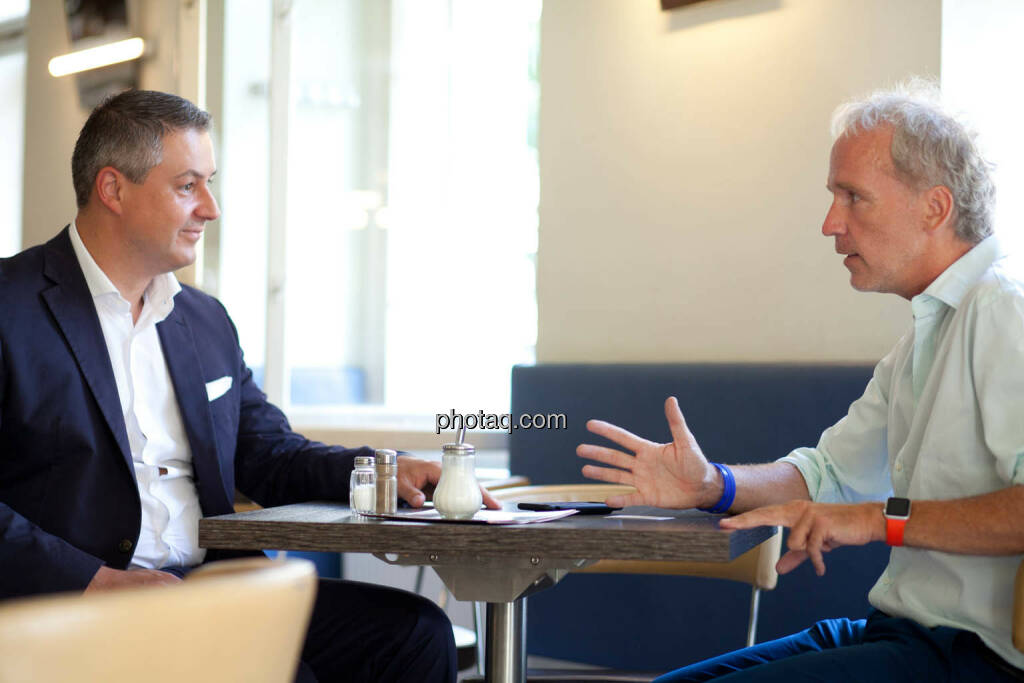 Oliver Schumy (CEO Immofinanz), Christian Drastil (Herausgeber Börse Social Magazine) - (Fotocredit: Michaela Mejta für photaq.com) (07.09.2017)
