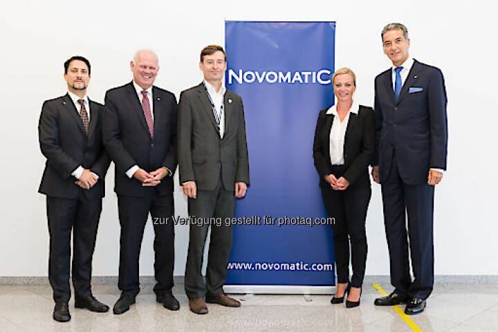 Im September 2017 fand der dritte NOVOMATIC Health Day im Headquarter in Gumpoldskirchen statt. Foto: Novomatic, vlnr: Mag. Philipp Gaggl (Leiter Group Corporate Responsibility & Sustainability, NOVOMATIC), Dr. Klaus Niedl (Head of Group Human Resources, NOVOMATIC), DI Herbert Schlossnikl, MBA (Vorstand Vöslauer), Dr. Monika Poeckh-Racek (Vorstandsvorsitzende ADMIRAL Casinos & Entertainment AG), Mag. Harald Neumann (Vorstandsvorsitzender NOVOMATIC AG), Foto: Novomatic; Fotograf: THOMAS MEYER