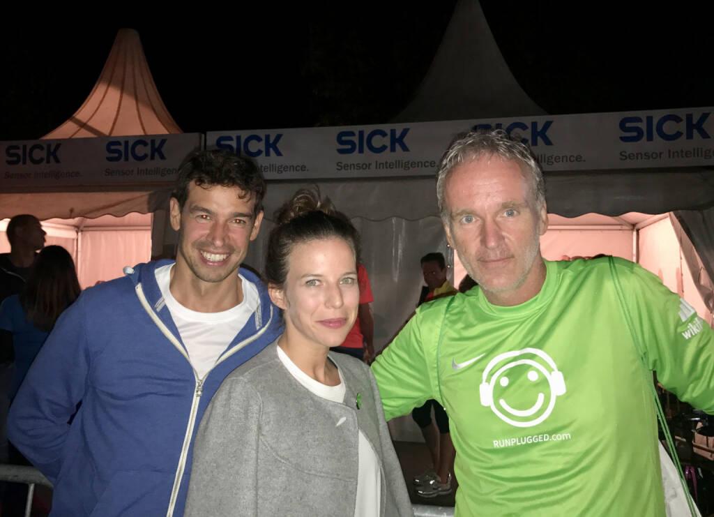 Michael Oplustil, Tiana Majstorovic (beide IR Uniqa) mit Christian Drastil im wikifolio Runplugged Shirt (08.09.2017)