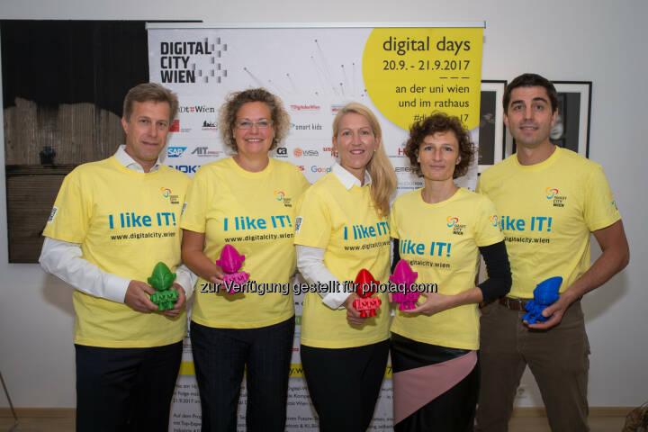 Klaus Schmid (CEO NTT DATA Österreich), Sandra Kolleth (CEO Xerox Austria), Ulrike Huemer (CIO Stadt Wien), Sandra Stromberger (GF In2Make; DigitalCity.Wien), Joe Pichlmayr (CEO IKARUS Security Software; DigitalCity.Wien). - Melzer PR Group: Wien: DigitalDays machen digitale Technologien erlebbar (Fotocredit: David Bohmann)
