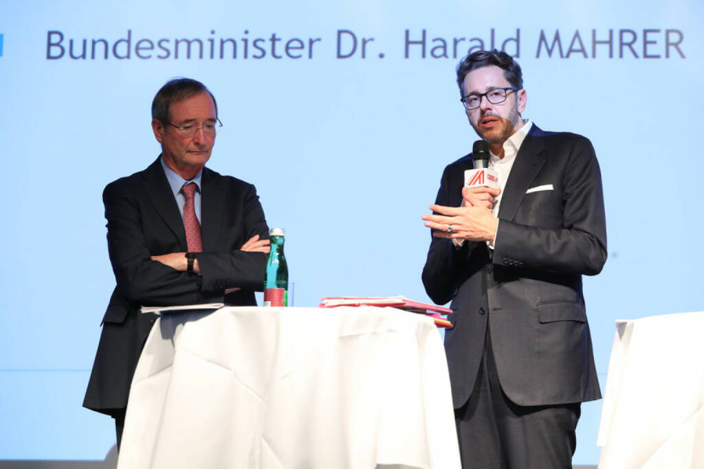 Wirtschaftsminister Harald Mahrer (re) und Wirtschaftskammerpräsident Christoph Leitl geben den Startschuss für die gemeinsame Digitalisierungsinitiative KMU DIGITAL; Bild: Wirtschaftskammer Österreich/APA-Fotoservice/Schedl, Fotograf/in: Ludwig Schedl (18.09.2017)