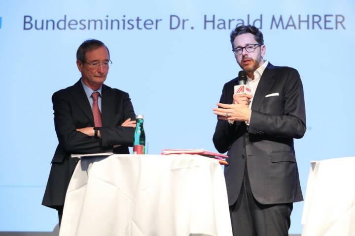 Wirtschaftsminister Harald Mahrer (re) und Wirtschaftskammerpräsident Christoph Leitl geben den Startschuss für die gemeinsame Digitalisierungsinitiative KMU DIGITAL; Bild: Wirtschaftskammer Österreich/APA-Fotoservice/Schedl, Fotograf/in: Ludwig Schedl