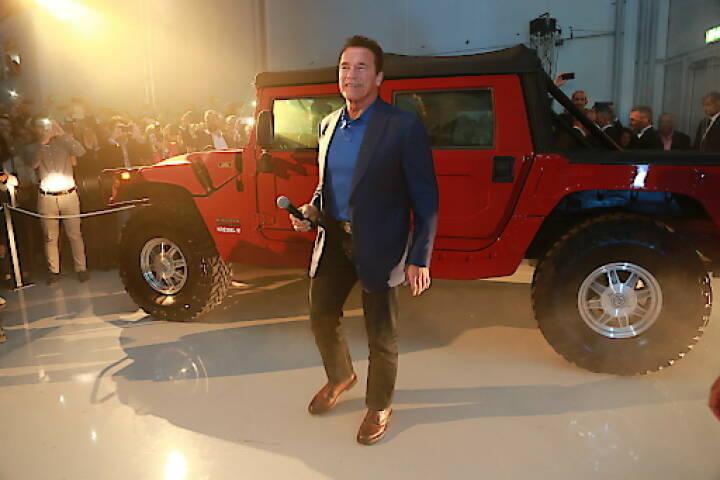 Arnold Schwarzenegger stellte am Dienstagabend den weltweit ersten elektrischen Hummer von Kreisel Electric anlässlich der Eröffnung des neuen Forschungs- und Entwicklungszentrums des Unternehmens in Rainbach im Mühlkreis, Oberösterreich, vor (Copyright Foto: Martin Hesz/Kreisel Electric)