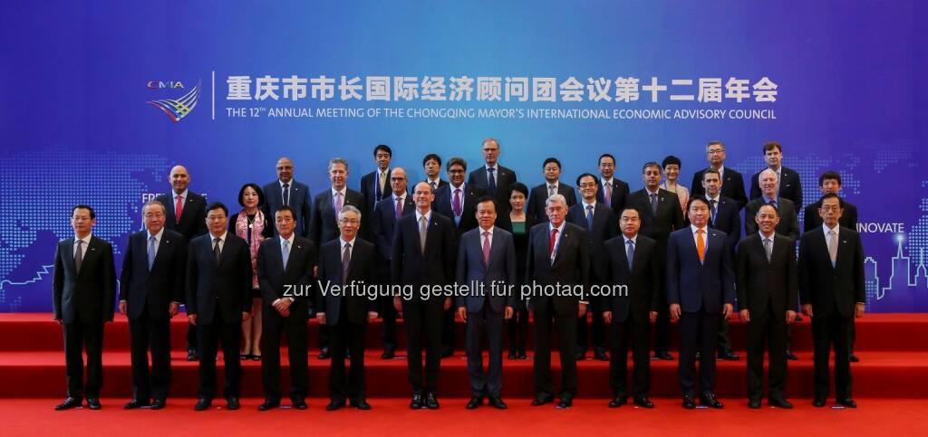 Gruppenfoto mit Hannes Androsch, Aufsichtsratsvorsitzender AT&S, bei der Konferenz des internationalen Beratungsgremiums des Bürgermeisters von Chongqing, China. Copyright: CMIA, © Aussender (25.09.2017)