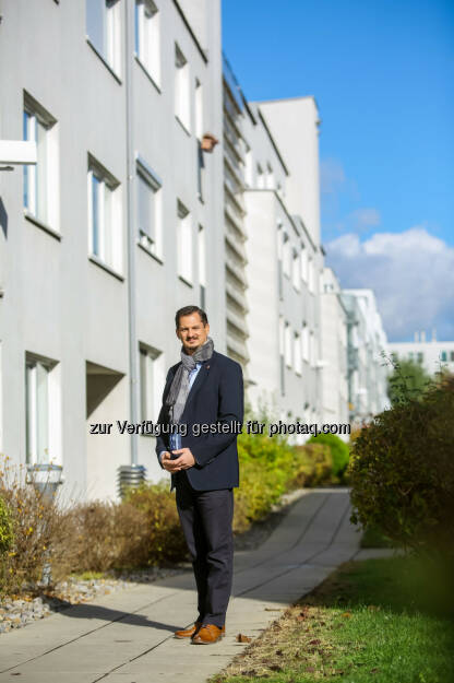 Marcus Franz wurde in der heutigen Bezirksvertretungssitzung zum neuen Bezirksvorsteher in Favoriten gewählt - SPÖ Wien Rathausklub: Marcus Franz ist neuer Bezirksvorsteher in Favoriten (Fotograf: Christian Husar / Fotocredit: BV 10), © Aussender (28.09.2017)