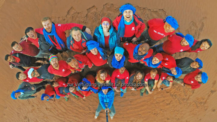 Soziales Engagement und Initiativen für nachhaltigen Tourismus zählen zum Erfolgsgeheimnis von Weltweitwandern. zum Beispiel tauschten sich im Februar 2017 auf Einladung von Weltweitwandern über 30 internationale Reisepartner bei einem Workshop in marokkanischen Sahara über Zukunft und Chancen des nachhaltigen Tourismus aus. - WELTWEITWANDERN GmbH: Weltweitwandern hat den Umsatz verdoppelt (Fotograf: David Köhlmeier / Fotocredit: www.weltweitwandern.com)