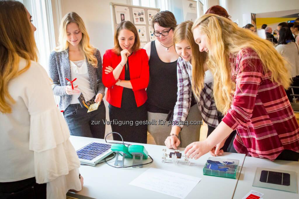 Österreichischer Verband für Elektrotechnik OVE: Girls! TECH UP 2017 – 600 Mädchen stürmten das Ingenieurhaus (Fotocredit: OVE/Nina de Boes), © Aussender (27.10.2017)