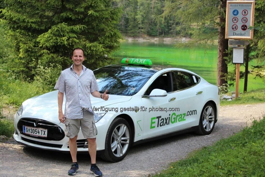 SE mit einem unserer 7 Tesla Model S am Grünen See in Tragöß in der Steiermark - Dem grünen Herz Österreichs -> ETaxiGraz.com (03.11.2017)