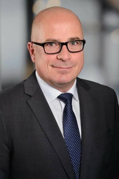 Peter Pirkner (49) ist in die Partnerschaft von EY Österreich aufgenommen worden. Als Verantwortlicher für den HR Management Consulting Bereich unterstützt er mit seinem Team Unternehmen dabei, wertsteigernde Lösungen für strategische Herausforderungen im Personalbereich zu finden und so die Business Performance zu verbessern. Foto: EY, © Aussendung (07.11.2017)