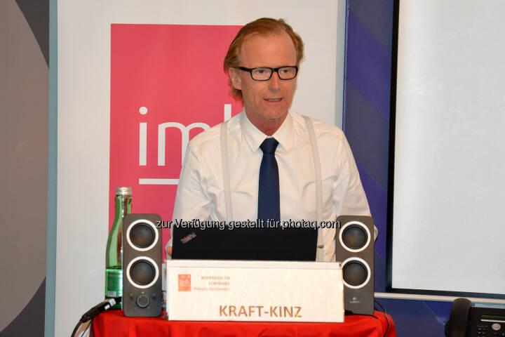 Dr. Georg Kraft-Kinz von der Raiffeisen Landesbank NÖ sprach über die Omni-Kanal-Strategie - imh Gmbh: Kredit vom Roboter oder doch vom sympathischen Bankberater? (Fotocredit: imh GmbH)