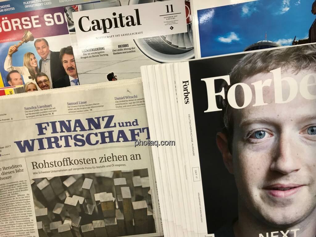 Börse Social Magazine, Finanz und Wirstschaft, Capital, Forbes Magazine, Zuckerberg - Zeitungskiosk, © photaq.com (16.11.2017)