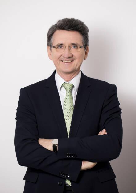 Deloitte bleibt internationaler Spitzenreiter unter den Big Four. Das globale Netzwerk weist einen Gesamtumsatz von 38,8 Mrd. US Dollar (2015/16: 36,8) auf. Auch Deloitte Österreich verzeichnet ein erfolgreiches Geschäftsjahr 2016/17. Laut aktuellem Transparenzbericht wurden am österreichischen Markt Umsätze von 159,8 Mio. Euro (2015/16: 156,8) erzielt. Bernhard Gröhs, CEO von Deloitte Österreich, Fotocredit: Deloitte, © Aussender (28.11.2017)