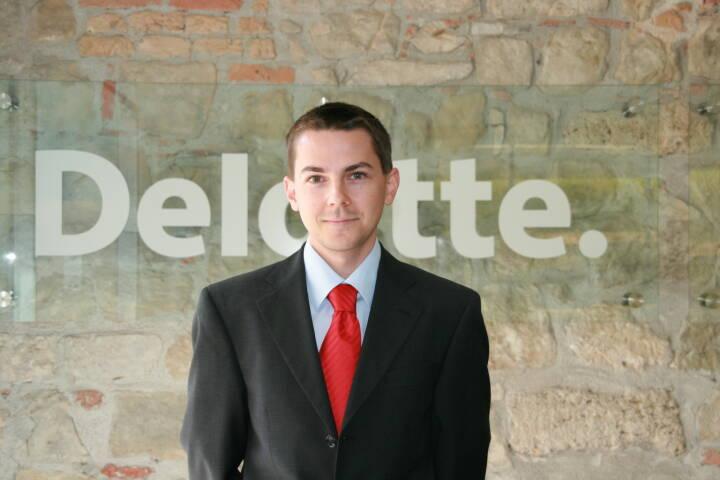 """""""Der Jahreswechsel markiert eine sehr dichte Phase im Finanzjahr. Sowohl auf Arbeitnehmer- als auch auf Arbeitgeberseite muss jetzt vieles beachtet werden. Doch der Aufwand lohnt sich"""", weiß Christoph Hofer, Senior Manager in der Steuerberatung bei Deloitte Österreich. Bild: Deloitte"""