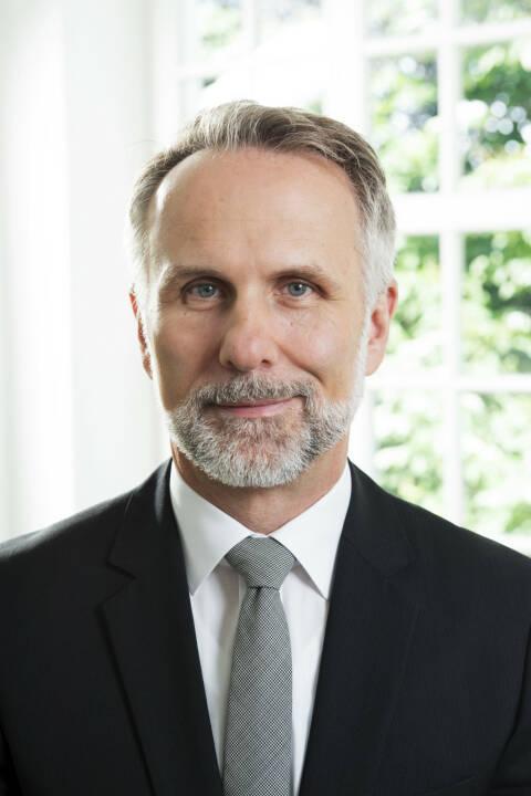 Der Aufsichtsrat der Bayerischen Börse AG (BBAG) hat Dr. Robert Ertl für fünf Jahre zum Mitglied des Vorstandes der BBAG bestellt. Er wird mit Wirkung zum 1. Januar 2018 gleichberechtigter Vorstand neben Andreas Schmidt und zuständig für Marketing, Vertrieb, Öffentlichkeitsarbeit und IT / Operations sein. Bild: BBAG