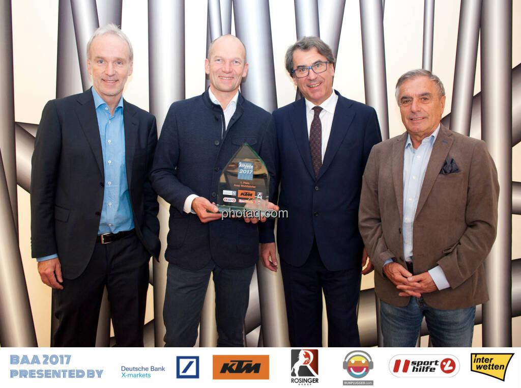 Business Athlete Award 2017: Initiator Christian Drastil, Sieger Arno Wohlfahrter, Stefan Pierer vom Presenting Partner KTM, Schirmherr Hans Huber, © Michaela Mejta, Josef Chladek (10.12.2017)