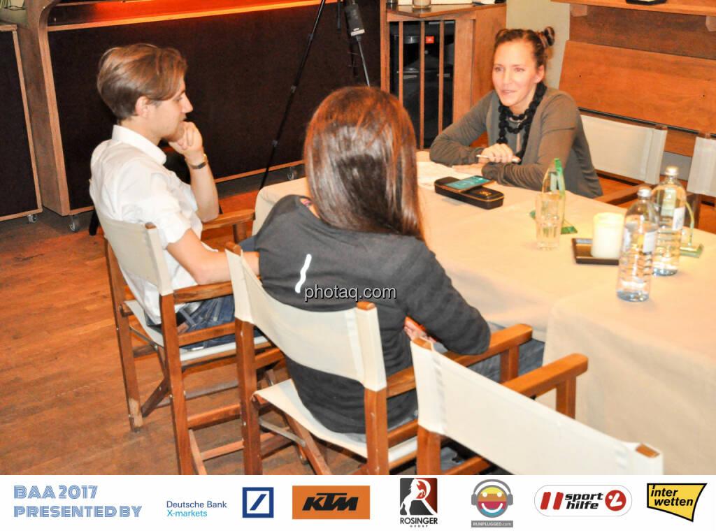 Bernadette Hörner (sportblog.cc) interviewt die Rookies of the Year, © Michaela Mejta, Josef Chladek (10.12.2017)