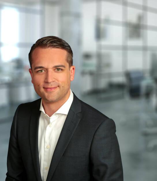 Thomas Soltau ist Vorstandsvorsitzender von FondsDISCOUNT.de und der wallstreet:online capital AG mit Sitz in Berlin. Mit seinem 30-köpfigen Team konzentriert er sich seither auf die Weiterentwicklung der Gesellschaft, auch über die Landesgrenzen hinaus: das Unternehmen startete seinen Vertrieb 2017 in Österreich. FondsDISCOUNT.de hat sich in den vergangenen 17 Jahren zu einem der größten Online-Vermittler entwickelt und bietet Anlegern Sonderkonditionen beim Fondskauf, so entfällt der branchenübliche Ausgabeaufschlag bei mehr als 20.000 Fonds. Bild: FondsDiscount.de, © Aussender (28.12.2017)