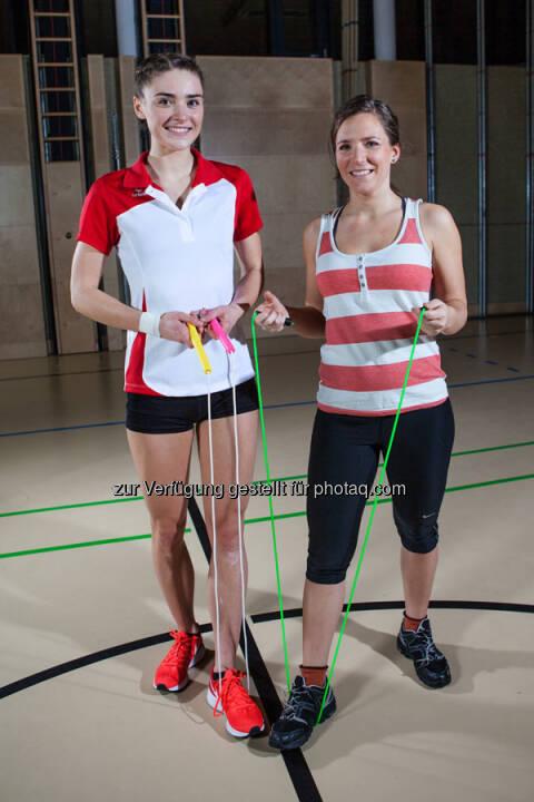 Springseil-Künstlerin Laura Göttfert (links) schafft Vierfach-Durchzüge! AUf sportblog.cc verrät sie, welche Tricks und Übungen Anfänger weiterbringen.
