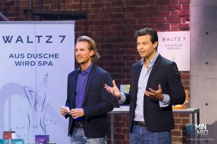 """Die Wiener Jungunternehmer von WALTZ 7 überzeugten gleich fünf Investoren der Puls4 Startup-Show """"2 Minuten 2 Millionen"""" mit einem Wellness-Konzept für zuhause. Die in Österreich hergestellten Duschtabs bringen das Wellness-Erlebnis mit natürlichen ätherischen Ölen direkt in die eigene Dusche. Seit dem Produkt-Launch Anfang 2016 hat das Unternehmen bereits eine Million Duschtabs in Österreich und Deutschland verkauft. Im Bild die Gründer Thomas Grüner und Thomas Schloss; Credit: Gerry Frank"""