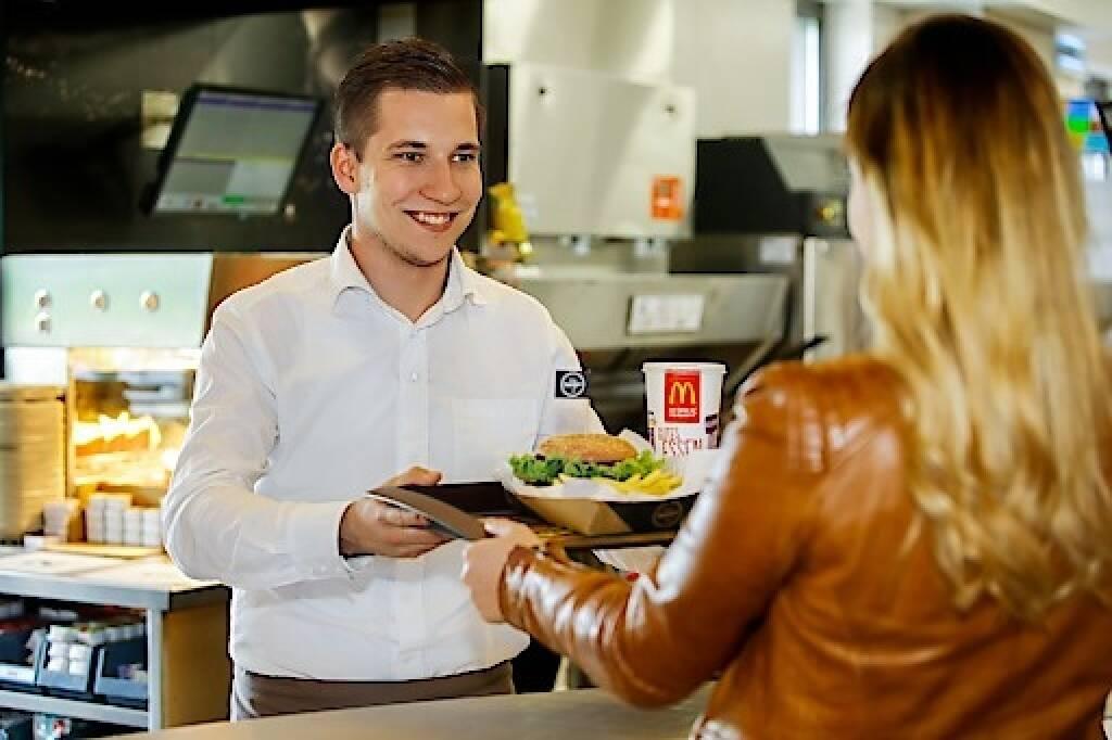 Mit einem Wachstum von 35 Millionen Euro (+6%) erzielte der heimische Systemgastronomie-Marktführer McDonald's Österreich 621 Millionen Euro Umsatz im Jahr 2017 und damit das beste Ergebnis seit der Eröffnung des ersten österreichischen Restaurants vor über 40 Jahren. Credit: McDonald's Österreich, © Aussender (31.01.2018)