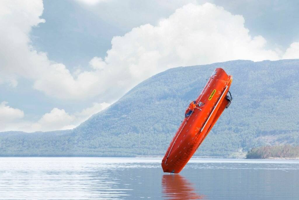 Palfinger Marine Freefall Lifeboat Systeme vom Typen FF1200, Copyright: Palfinger Marine GmbH, Statoil ASA, © Aussendung (09.02.2018)