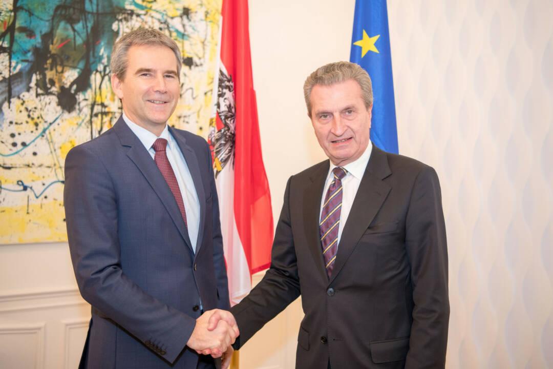 Im Arbeitsgespräch mit EU-Kommissar Günther Oettinger verstärkt Finanzminister Löger die Position Österreichs, keiner pauschalen Erhöhung des EU-Beitrags zuzustimmen. Fotocredit:BMF/Wilke