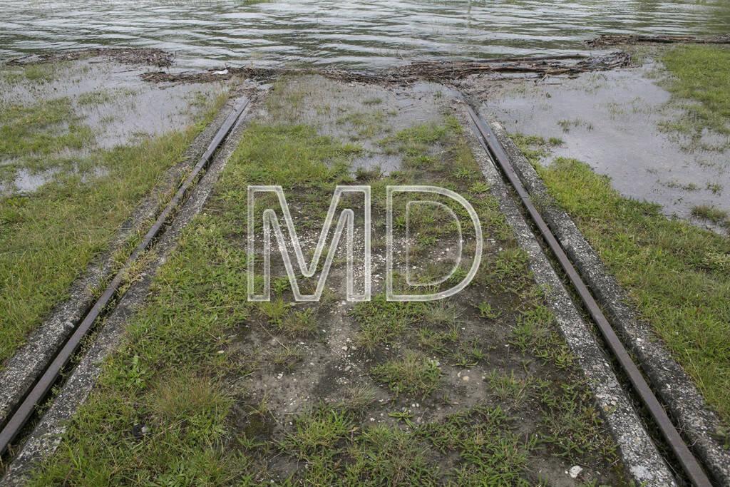 Hochwasser, Greifenstein, Schienen, © Martina Draper (03.06.2013)