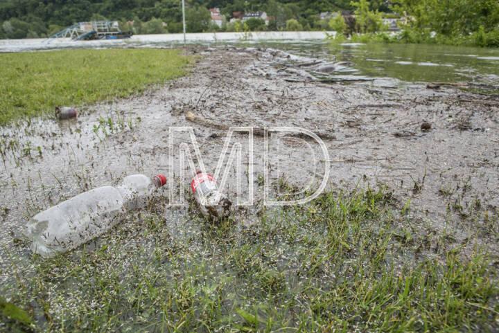 Hochwasser, Greifenstein, Coca-Cola Flaschen