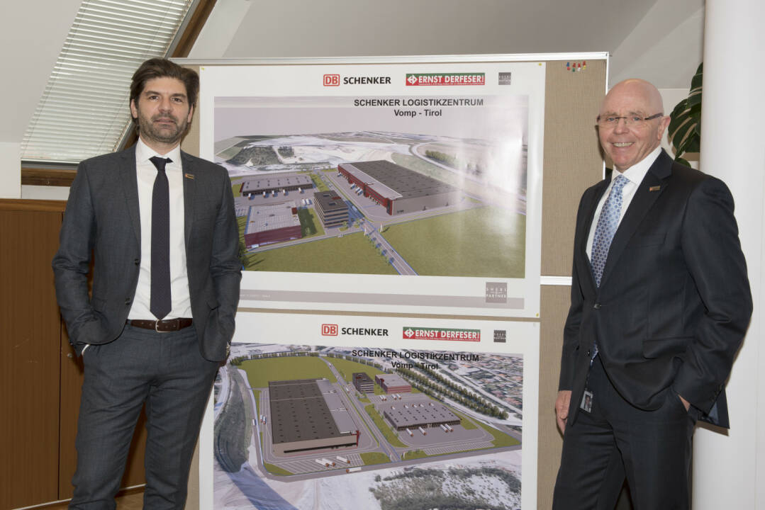 DB Schenker baut modernstes Logistikzentrum in Tirol und investiert 33 Mio. in einen neuen und nachhaltigen Terminal; Helmut Schweighofer (CEO von DB Schenker in Österreich und Südosteuropa) und Manfred Zaletel (Geschäftsstellenleiter von DB Schenker Innsbruck) stellen die Baupläne vor; Fotocredit: DB Schenker