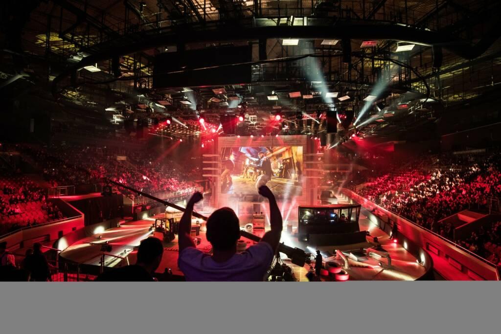 """Am 24. und 25. März 2018 startet Österreich ins eSports-Zeitalter: Das Electronic Sports Festival feiert seine Premiere im Wiener Hallmann Dome. Als Presenting Partner stellt das Electronic Sports Festival nun den heimischen Telekommunikationsanbieter T-Mobile vor, der hierzulande rund 5,7 Millionen Kunden verzeichnet. Damit ändern sich durch die kreativ umgesetzte Logo-Integration optischer Auftritt und Name der Veranstaltung in """"Electronic Sports Festival – powered by T-Mobile""""; © Electronic Sports Festival, © Aussendung (09.03.2018)"""