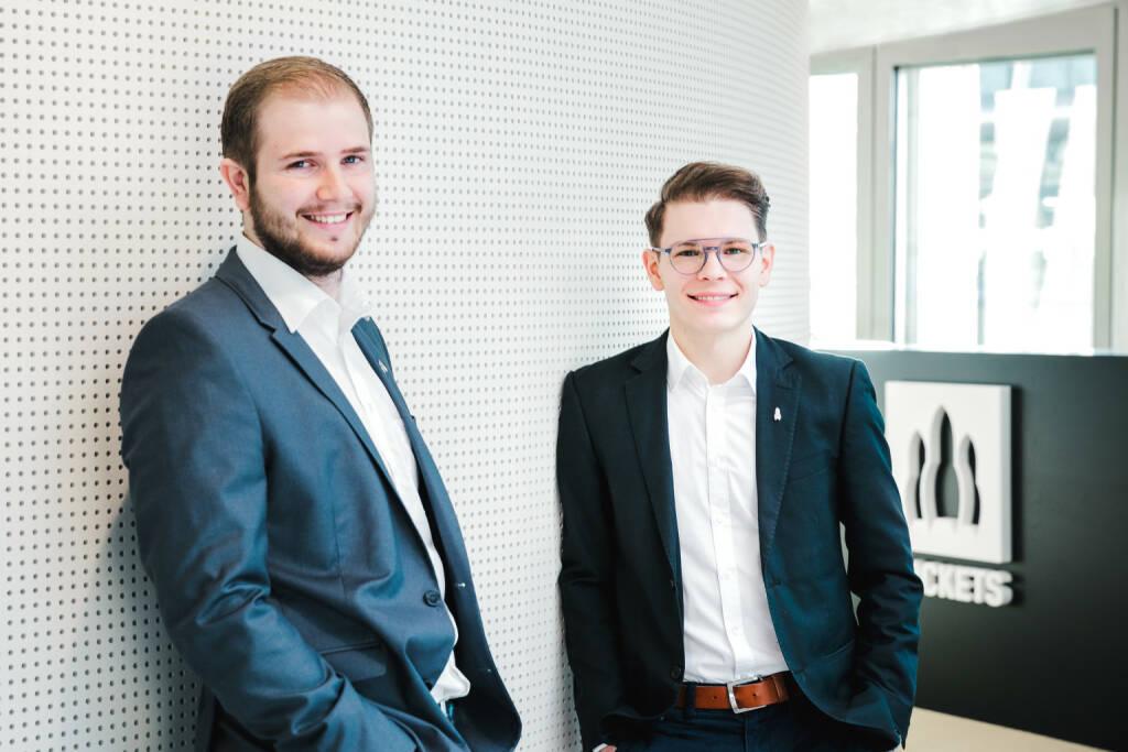 Europas größte Crowdfunding-Plattform für Start-ups und nachhaltige Unternehmen hat die EUR 10 Mio. Schwelle mit Finanzierungen für 45 zukunftsträchtige Geschäftsideen aus den Bereichen Energie, Ernährung und Technologie überschritten. Insgesamt kann die in Graz beheimatete Rockets Holding mehr als 22 Mio. Euro Anlagevolumen auf ihren Crowdinvesting-Plattformen ausweisen, wobei allein 2017 ein Anteil von insgesamt EUR 10,5 Mio. erzielt wurde. Peter Garber und Wolfgang Deutschmann, Geschäftsführer der Rockets Holding. Copyright: Lupi Spuma (20.03.2018)
