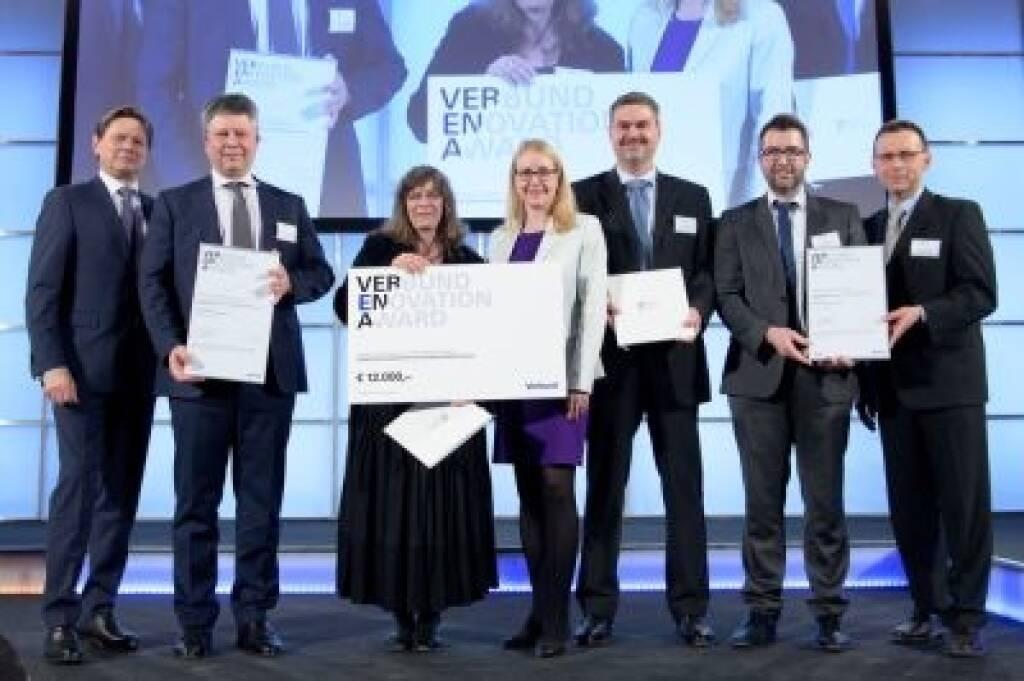 """Der Verbund-E-Novation Award 2018 – kurz VERENA –  geht in diesem Jahr an die voestalpine AG und die Johannes Kepler Universität Linz  für das Projekt """"Compacore - hocheffiziente geklebte Elektrobandpakete"""". Im Bild v.l.n.r.: DI Wolfgang Anzengruber (VERBUND AG), Dr. Franz M. Androsch (voestalpine AG), Univ.- Prof. Dr. Sabine Hild (JKU), Dr. Margarete Schramböck, Markus Borz (voestalpine AG), Dr. Ronald Fluch (voestalpine AG) und Univ.-Prof. Dr. Gernot M. Wallner (JKU). Credit: Verbund, © Aussender (23.03.2018)"""