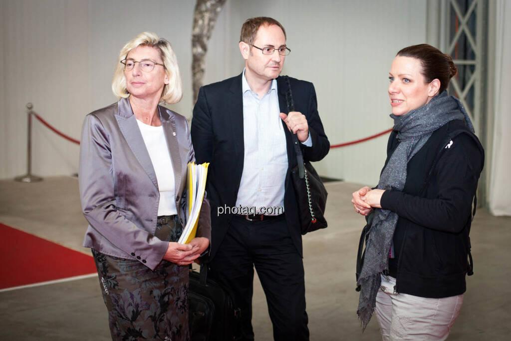 Elisabeth Stadler (VIG), Wolfgang Haas (VIG), Nina Kaiser (Puls4), © Michaela Mejta + diverse Handypics (17.04.2018)