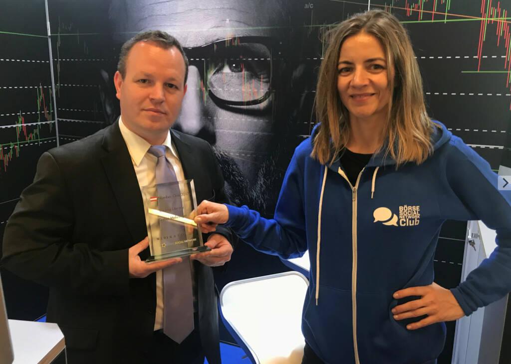 Gabor Mehringer bekommt den Number One Award von Christine Petzwinkler (06.05.2018)