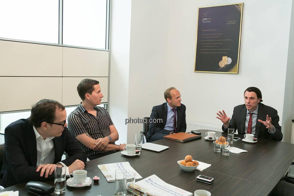 Nikolaus Jilch (Die Presse), Robert Zikmund (FM4), Ronald Stöferle (Incrementum), Rudolf Brenner (Philoro), © finanzmarktfoto.at/Martina Draper (19.06.2013)