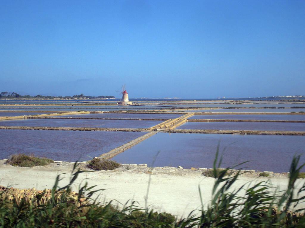 Meersalzgewinnung, Wasserbecken, Sizilien, © Gabriele Hartweger (05.07.2013)