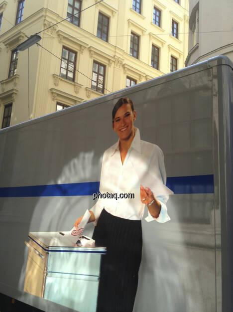 Aktenvernichtung vor der Wiener Börse in der Strauchgasse (08.07.2013)
