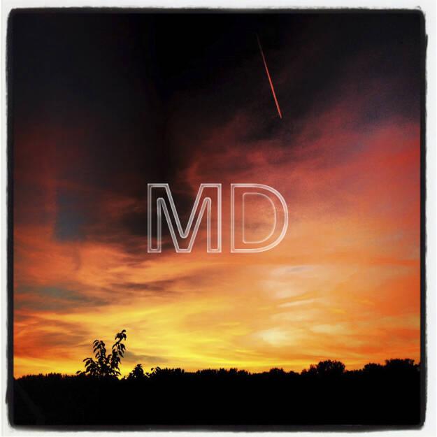 Sonnenuntergang mit Flugzeug, © www.martina-draper.at (08.07.2013)