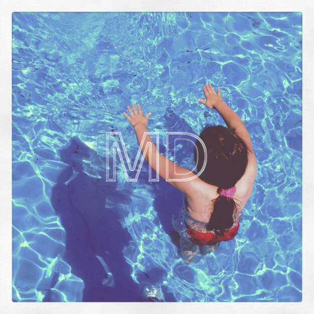 Mädchen im Pool, © www.martina-draper.at (08.07.2013)
