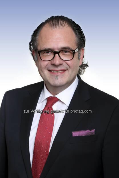 Anleger können über die Steubing AG und ab dem 29.07.2013 über die Deutsche Börse AG die Chance nutzen, diversifiziert in Mittelstandanleihen aus der D-A-CH – Region zu investieren, Dies ermöglicht der Steubing German Mittelstands Fonds I, ein aktiv gemanagter Mittelstandsanleihenfonds, das Management erfolgt unter der Leitung von Ralf Meinerzag. Der Fonds setzt sich zum Ziel, regelmäßige Erträge bei gleichzeitig langfristigem Kapitalerhalt und eine Rendite zu erwirtschaften, die über der Entwicklung des Indexes MiBoX® liegt (c) Steubing (23.07.2013)