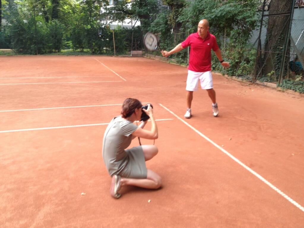 Martina Draper im p48 - siehe http://martina-draper.at/2013/07/26/und_noch_ein#bild_12127 bzw, http://finanzmarktfoto.at/page/index/585/interview_mit_alfred_reisenberger_im_tennisclub_p48#bild_8420 , © Martina Draper/Christian Drastil (26.07.2013)