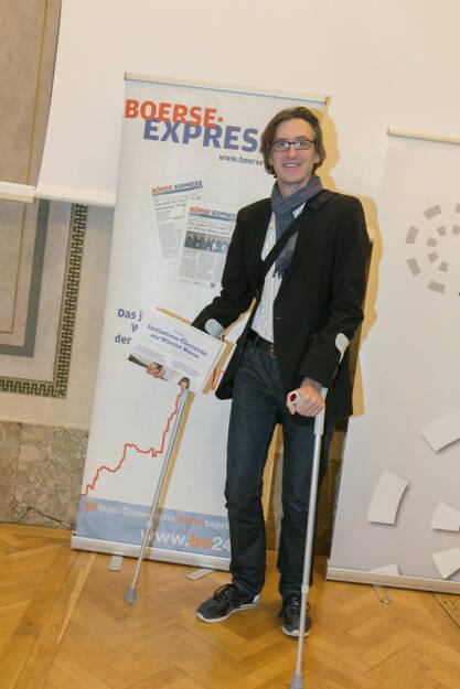 Josef Chladek als gekrückt mit Fachheft für http://www.boerse-express.com/roadshow, © Martina Draper/Christian Drastil (26.07.2013)